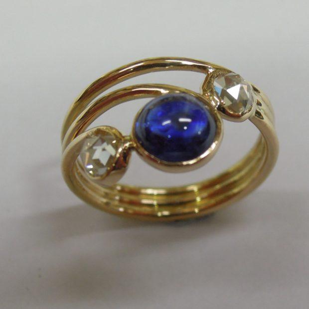 Sapphire, diamond gold ring