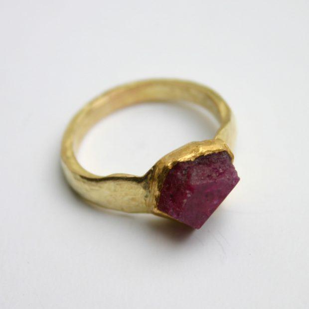 Uncut ruby gold ring